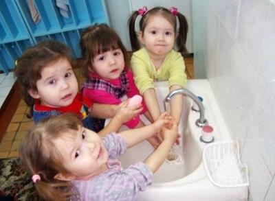 Техника безопасности детей в детском саду в умывальной и туалетной комнате.