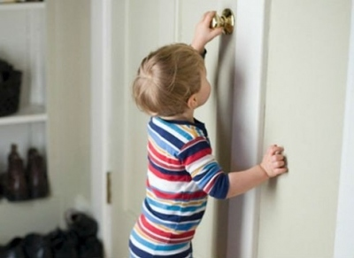 Обращение детей с дверями