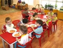 Техника безопасности детей в детском саду во время приема пищи.