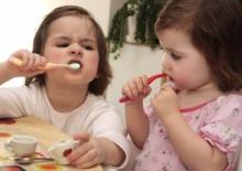 Техника безопасности детей в детском саду во время чистки зубов.