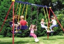 Правила поведения детей на качелях